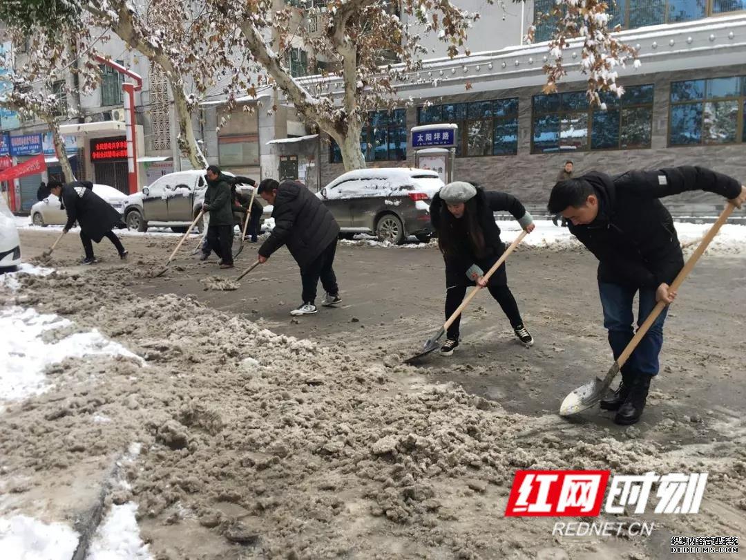"""新晃:冰雪来临 """"我们""""在行动"""