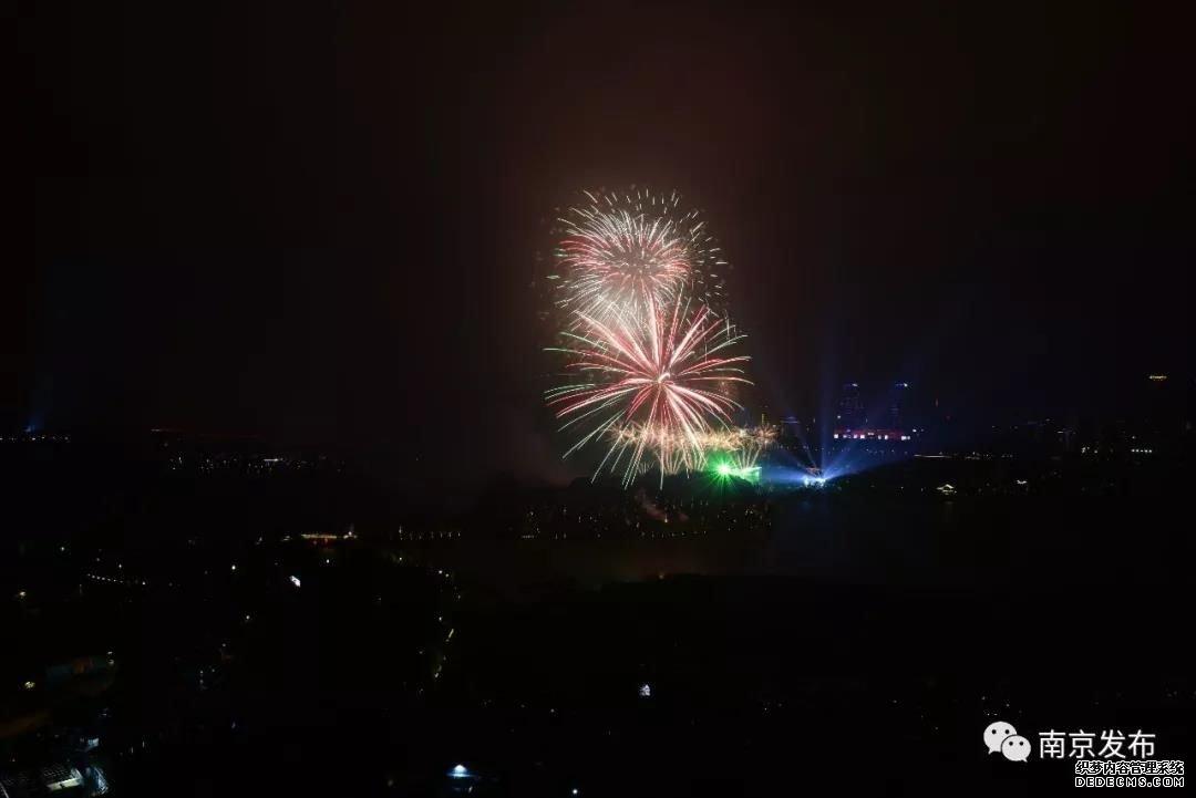 全城瞩目,沸腾之夜!绚烂焰火点亮南京玄武湖