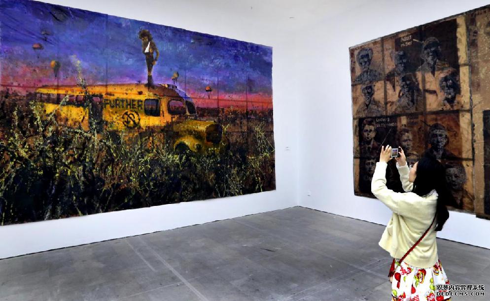 """何工作品""""展览在上海举行"""